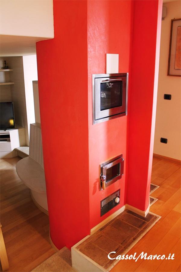 Cucina moderna e stufa a legna il binomio perfetto - Forno a legna cucina moderna ...