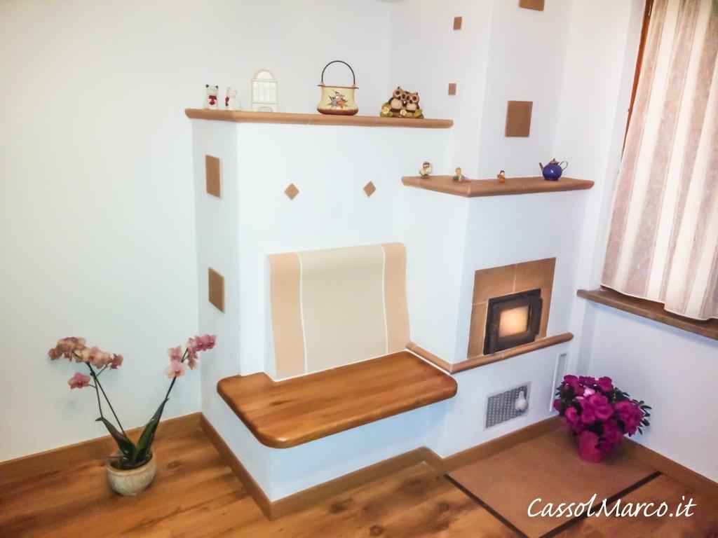 Stufa ad accumulo in muratura con panchina riscaldata in legno - Casa in legno economica ...