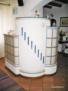 Stufa su misura in ceramica maiolica e in muratura