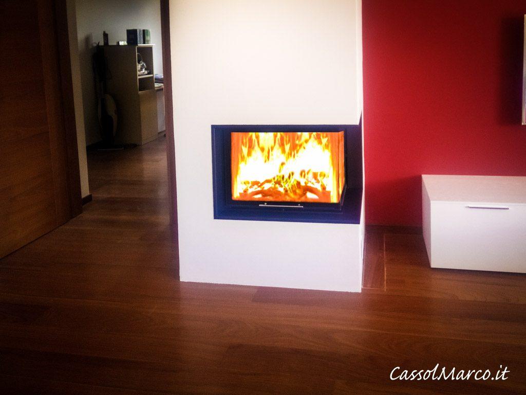 Stufa caminetto su misura moderno a legna con fuoco a vista